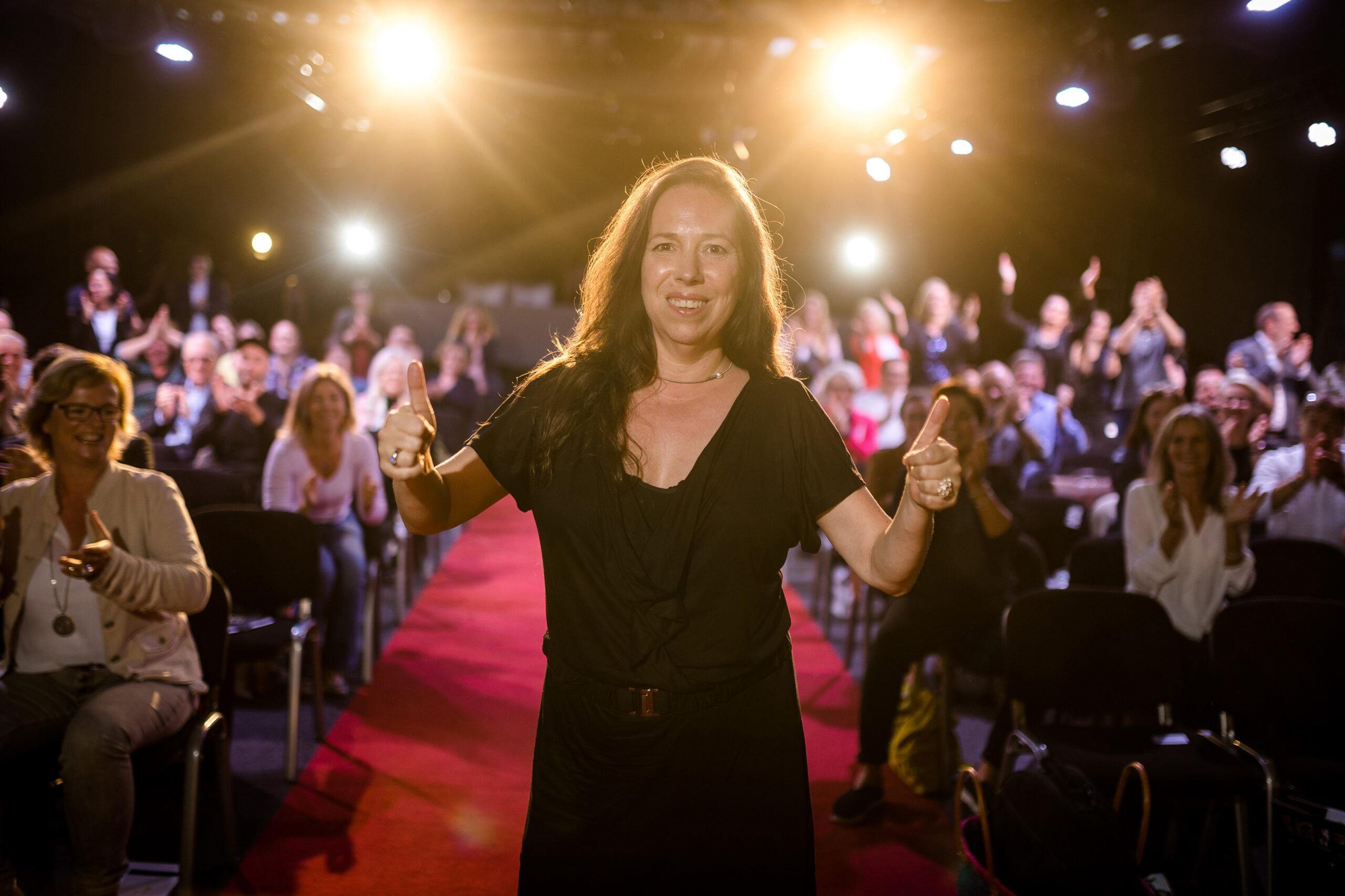 Peggy Reuter-Heinrich bei ihrer Rede über digitale Barrierefreiheit